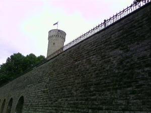 Uma muralha reformada para passagem de pessoas